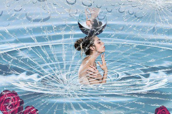Mujer agua con grietas