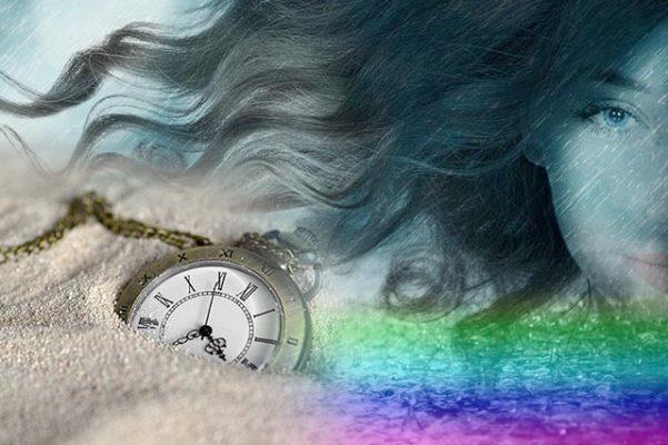 Mujer con reloj de arena